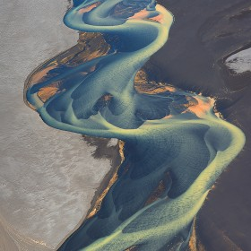 volcanic-river-iceland-andre-ermolaev-3
