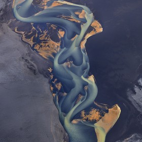 volcanic-river-iceland-andre-ermolaev-11