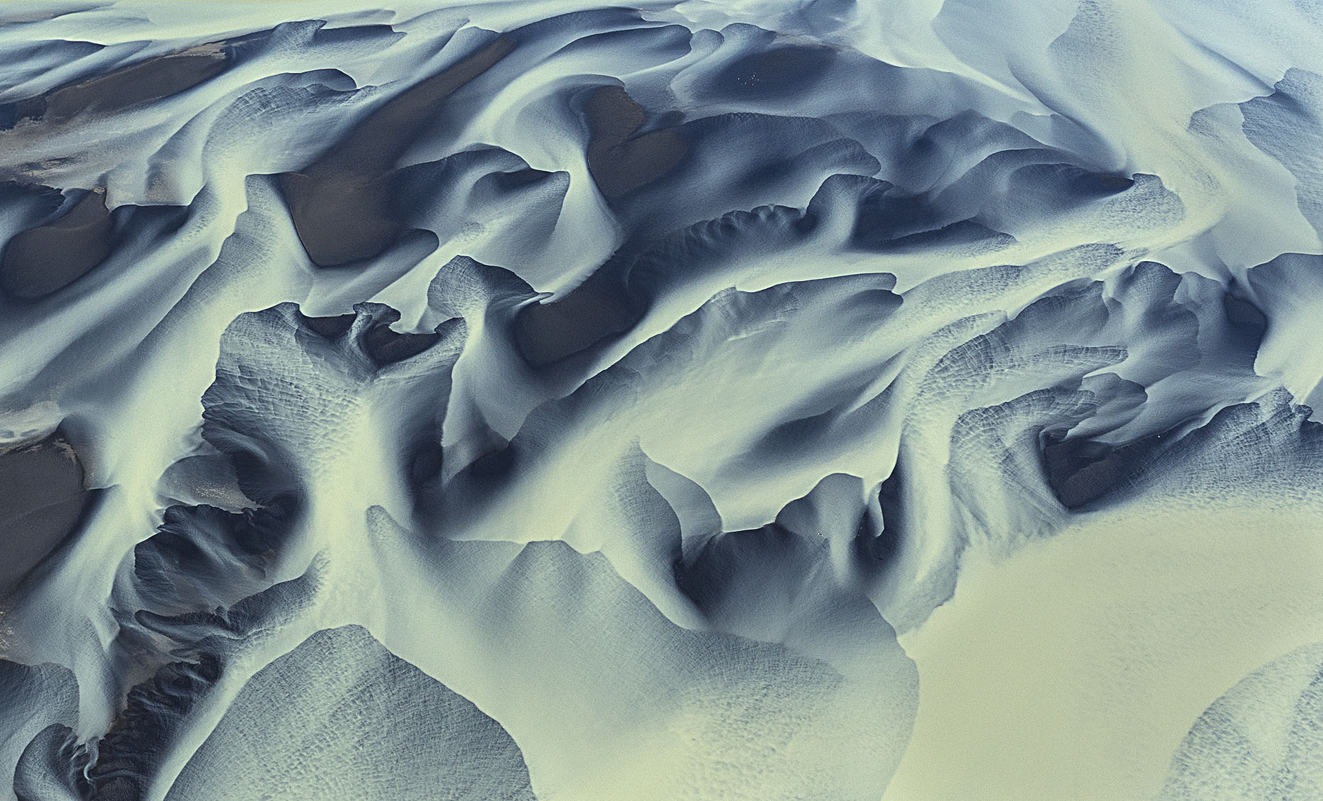 volcanic-river-iceland-andre-ermolaev-10