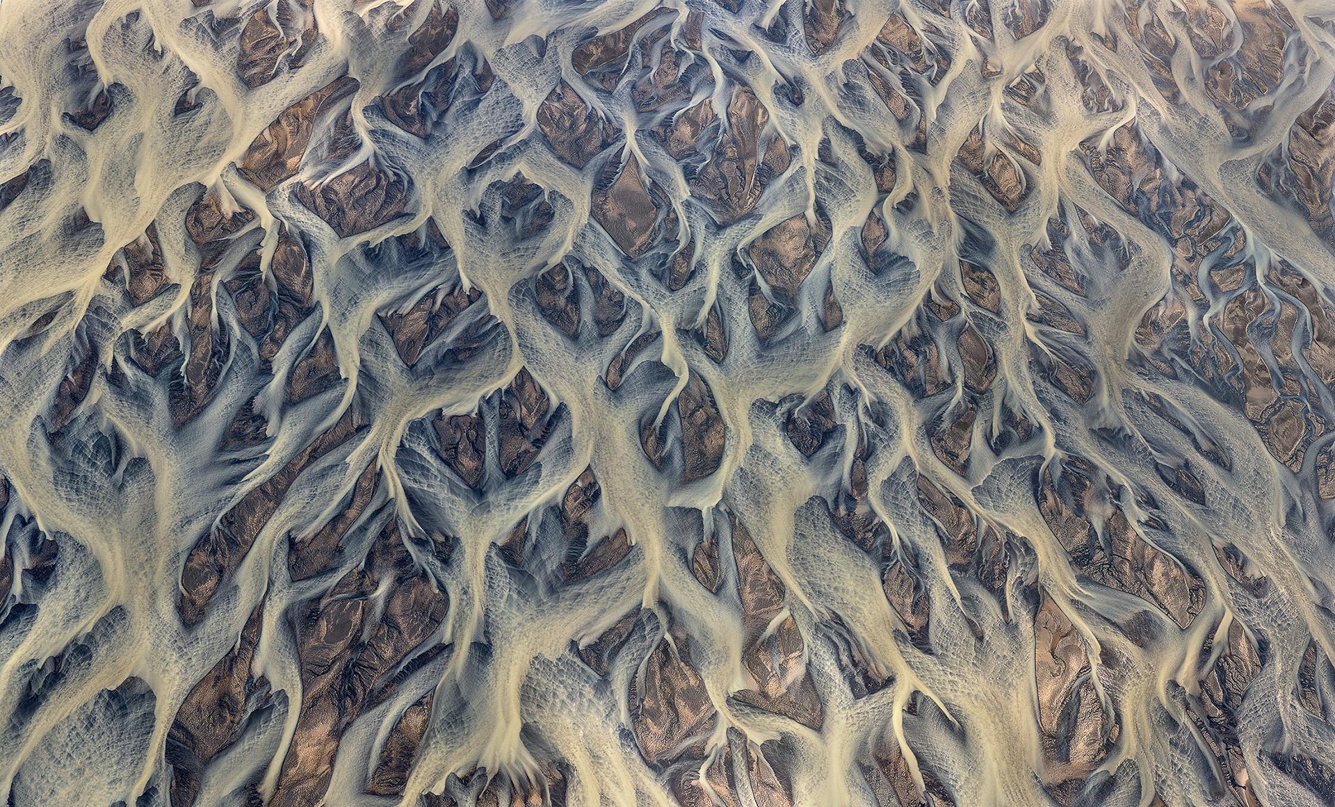volcanic-rver-iceland-andre-ermolaev-9