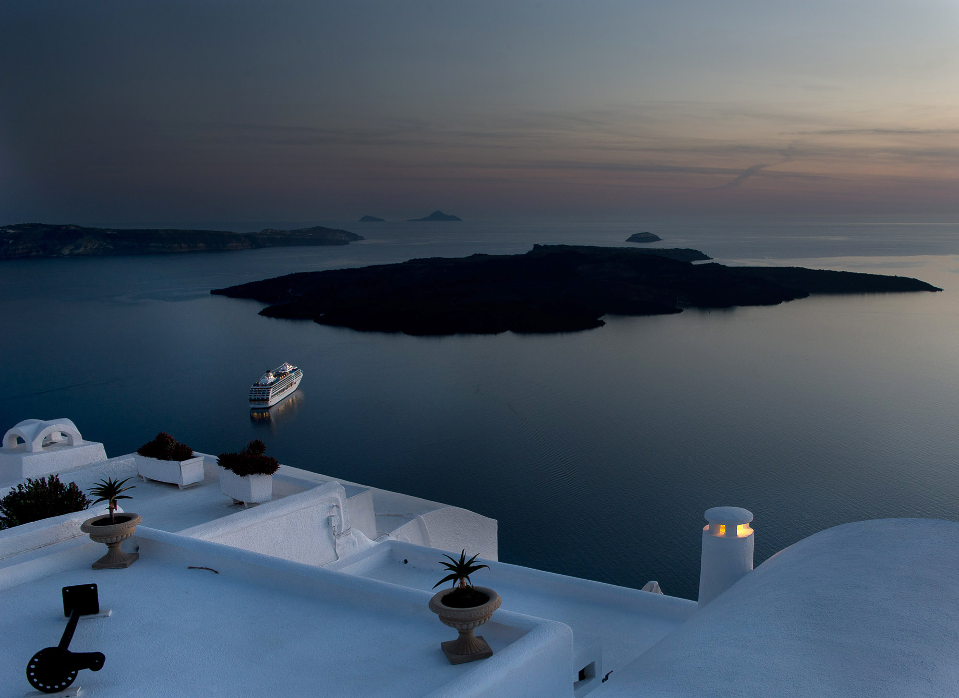 santorini-greece-by-andre-ermolaev-05