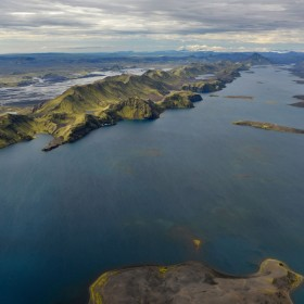 iceland-lake-longuijor-wind